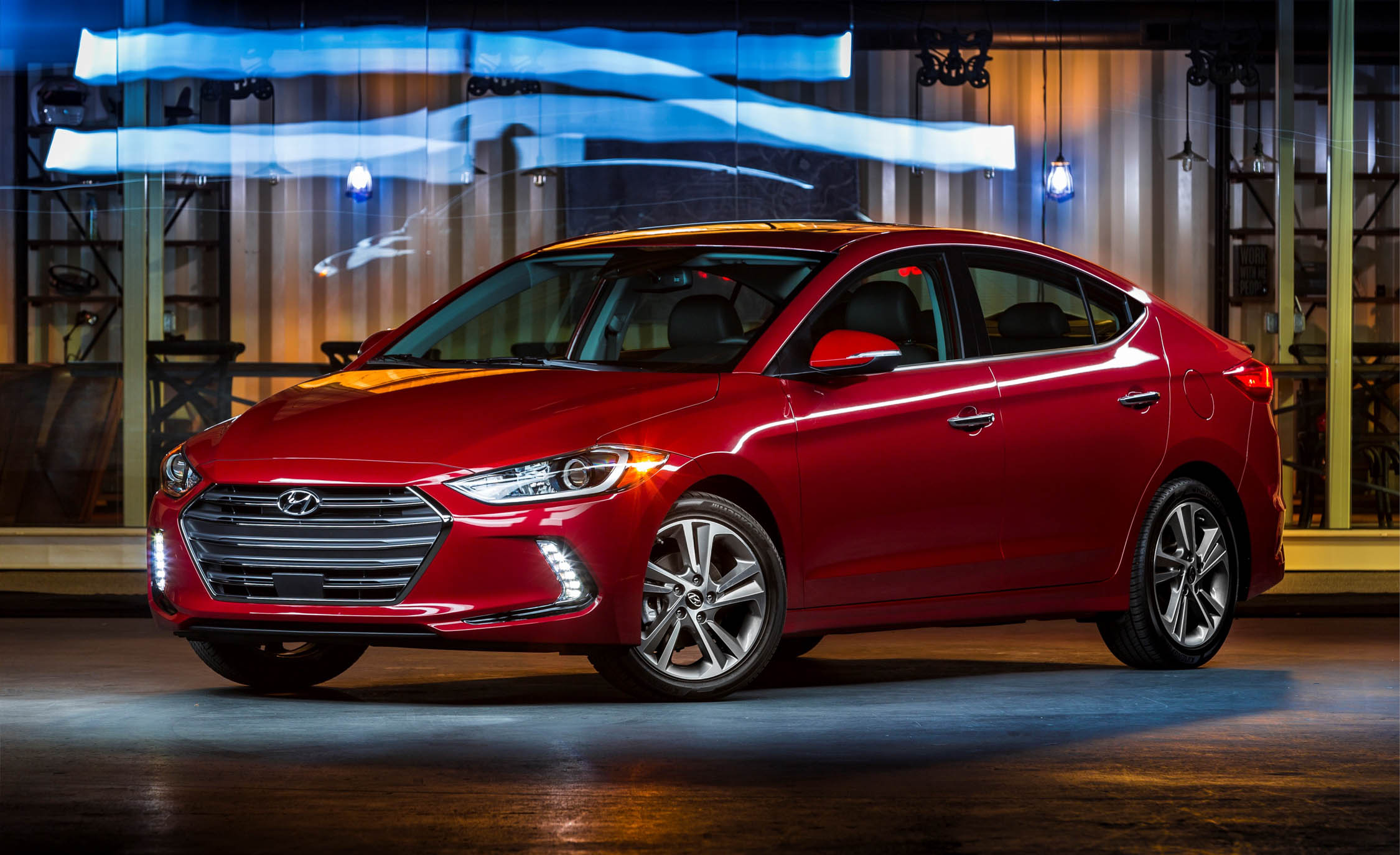 Hyundai Elantra Facelift | Specifications, Price, Mileage, Colors, Photos