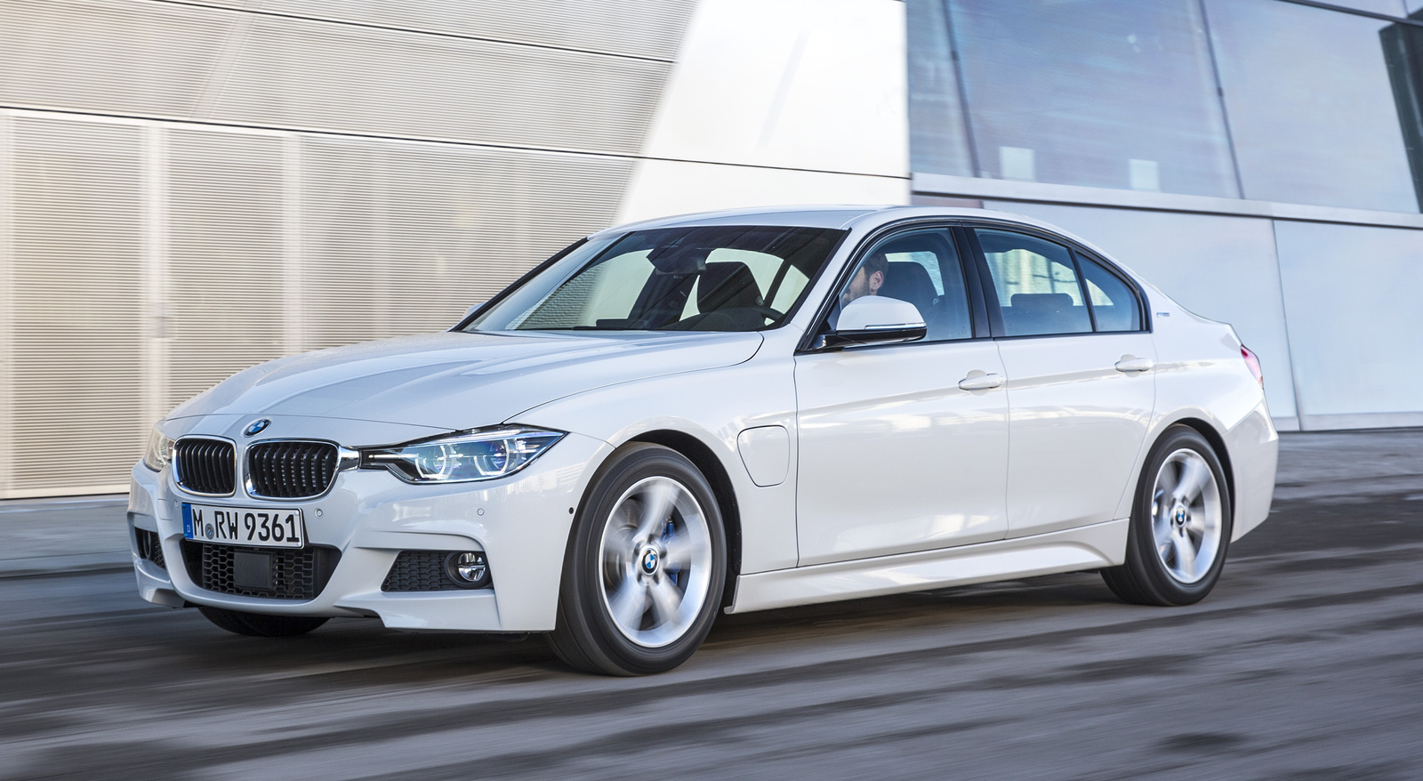 BMW 3 series Specifications, Price, Mileage, Pics, Review