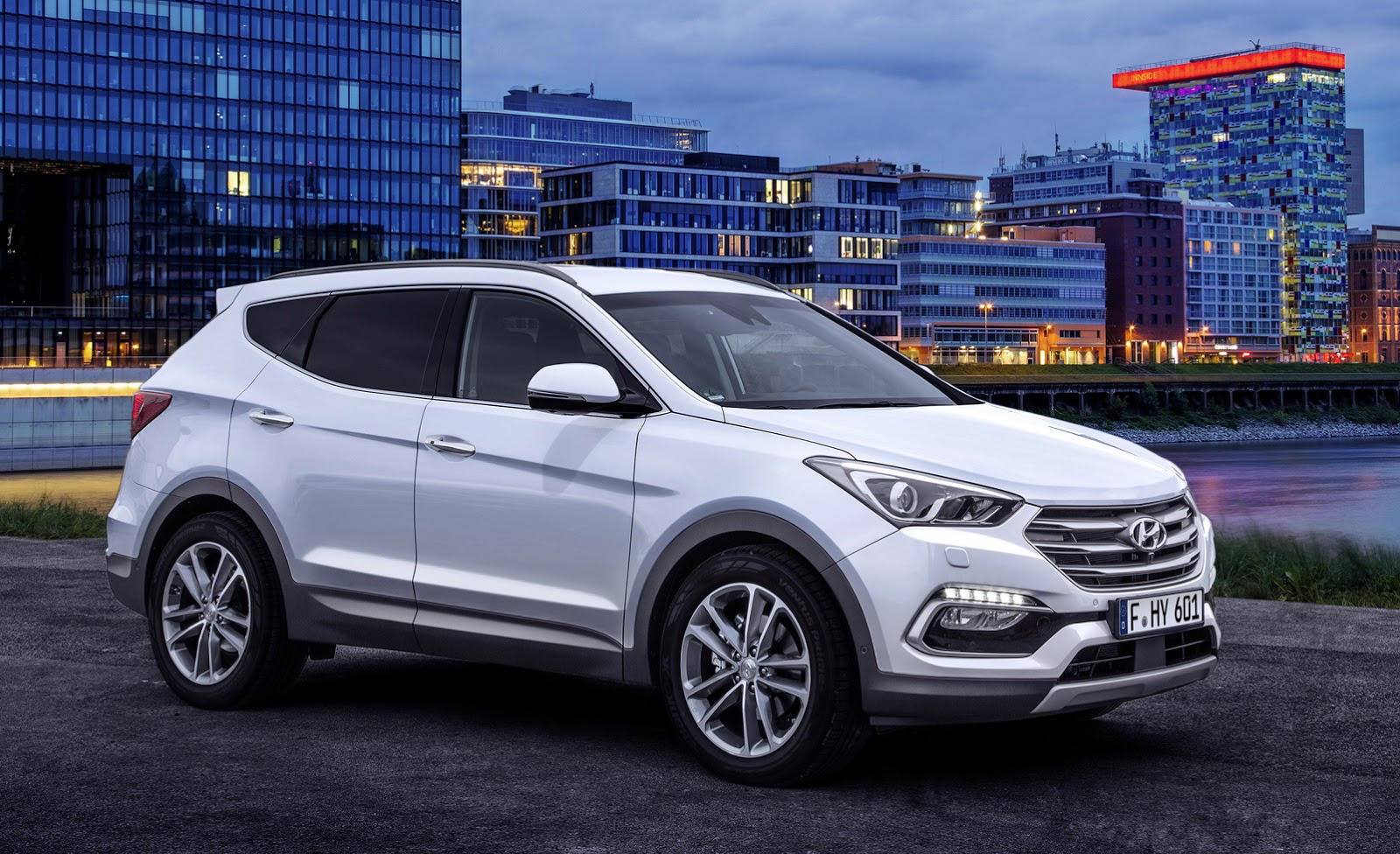 Hyundai Santa Fe Specifications, Price, Mileage, Pics, Review