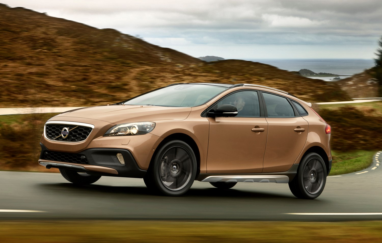 Volvo V40 Cross Country Specifications, Price, Mileage, Pics, Review