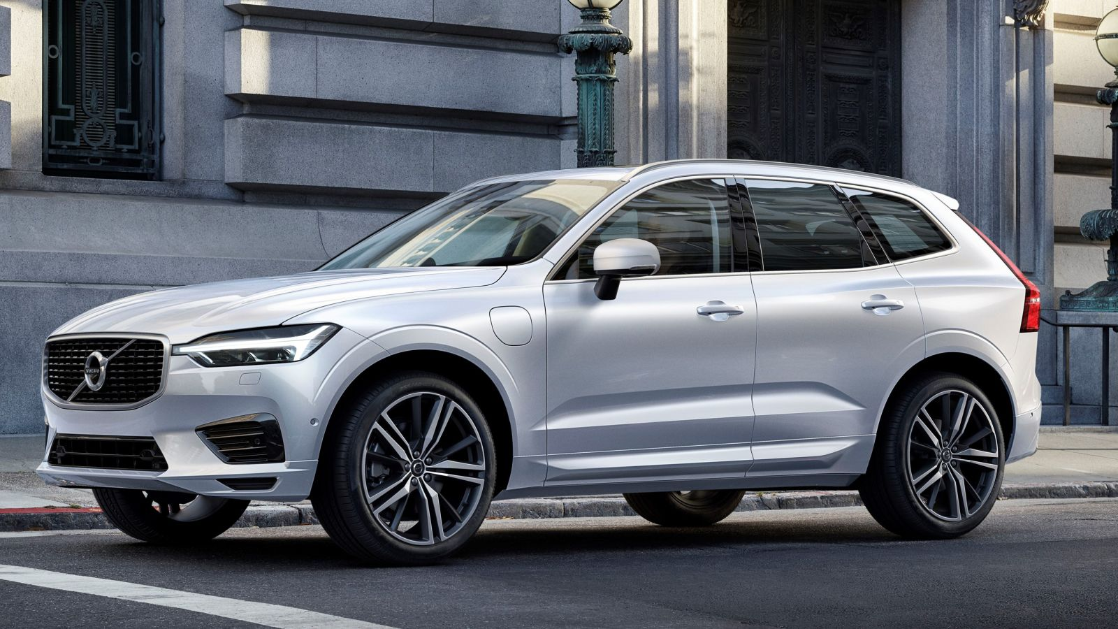 Volvo XC60 Specifications, Price, Mileage, Pics, Review